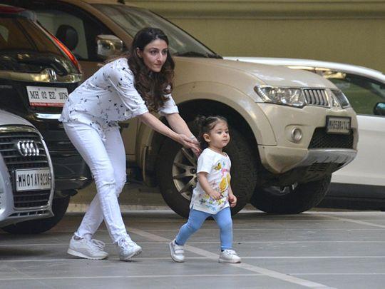 tab-Soha-Ali-Khan-with-daughter-Inaaya-(2)-1555921296867