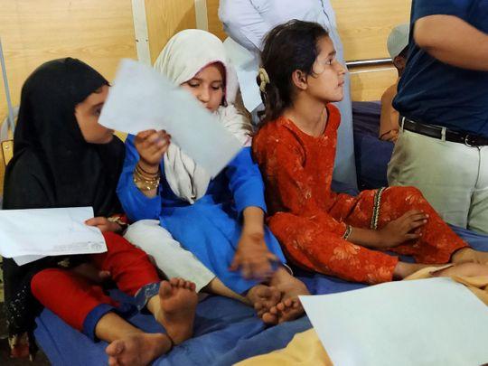 Pakistani children vaccine polio 190423