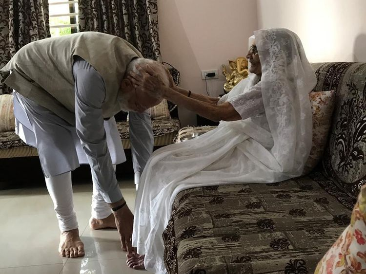 RDS_190423_Modi_meets_mother-1556023696801