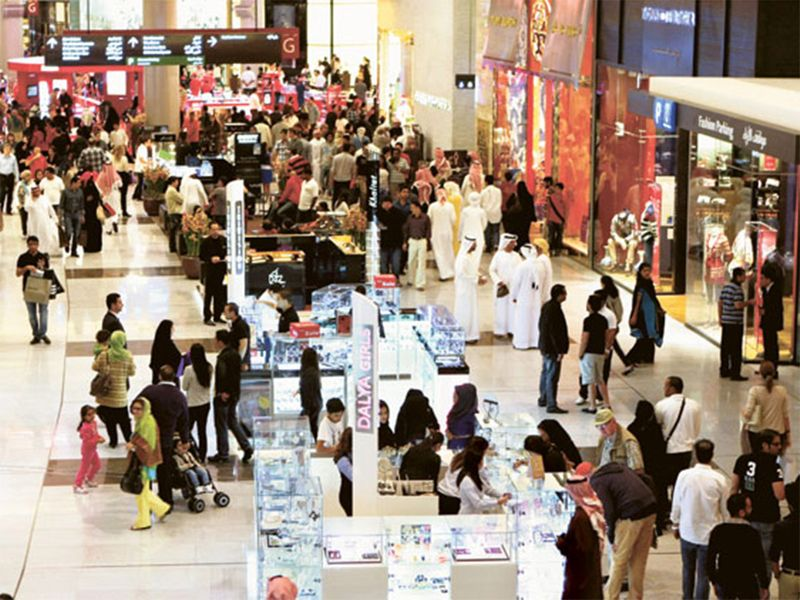 dubai mall shoppers