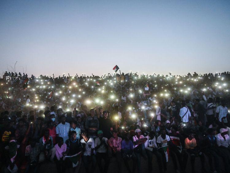 Sudan_crowd-1556274606700