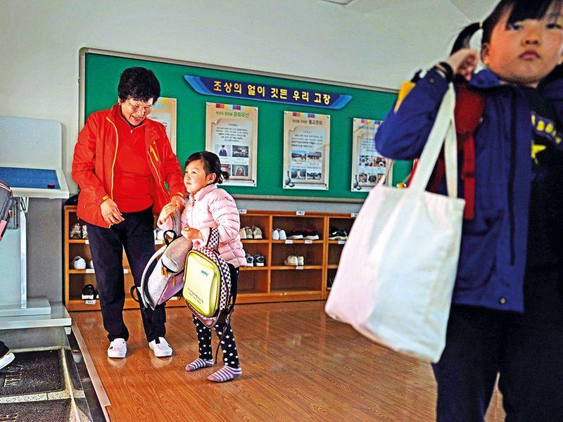 Hwang and her granddaughter, Soo-hee