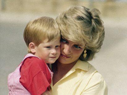 Copy_of_Britain_Royal_Baby_Prince_Harry_03372.jpg-fa01e~1-1556545375802
