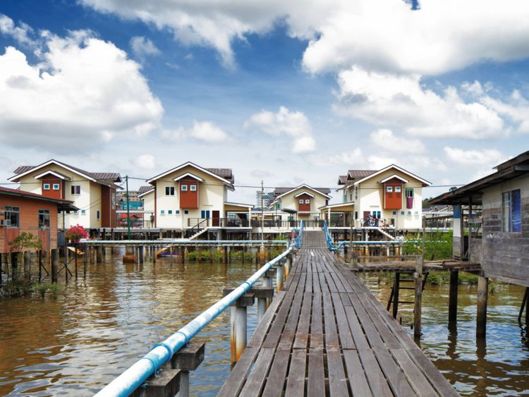 tab_Floating_Villages_iStock-185168168-1556718481294