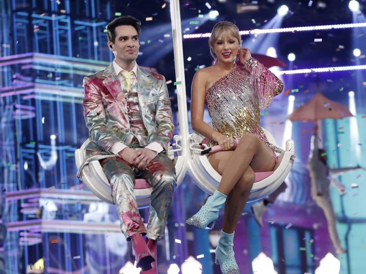 tab_Taylor_Swift_with_Panic_in_the_disco_AWARDS-BILLBOARD1-1556776581485