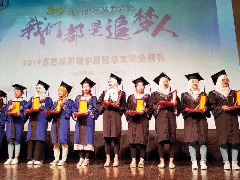 Chinese students graduate in Pakistan