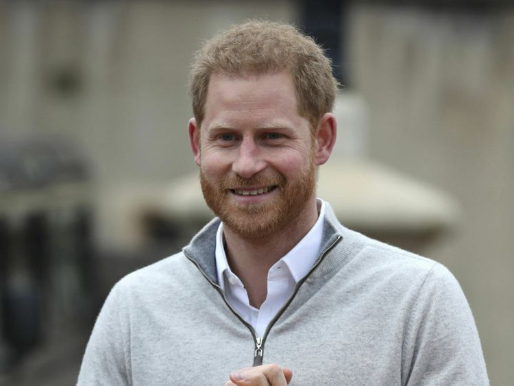 Prince Harry announcing birth of son  Britain_Royal_Baby_23787.jpg-ed35f~1-1557216136724