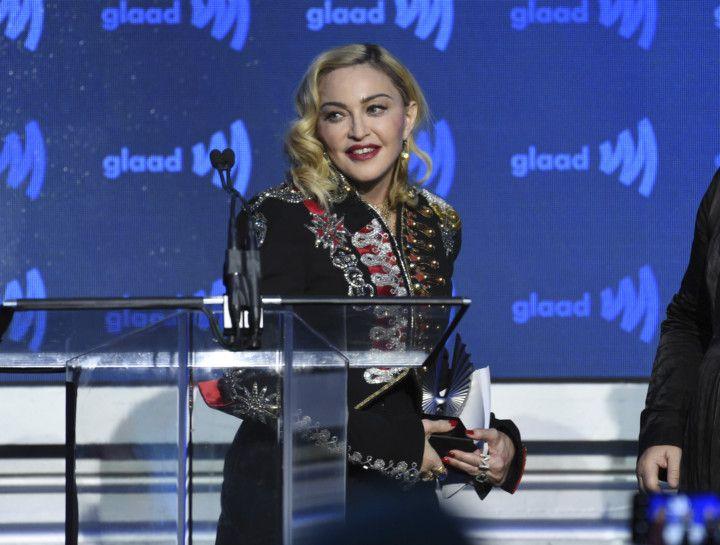 tab Madonna  2-1557220080940