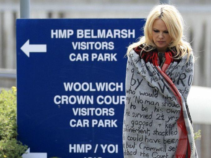 tab Pamela Anderson outside prison-1557298828105