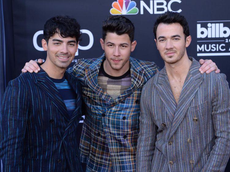 tab Jonas Brothers-1557391690717