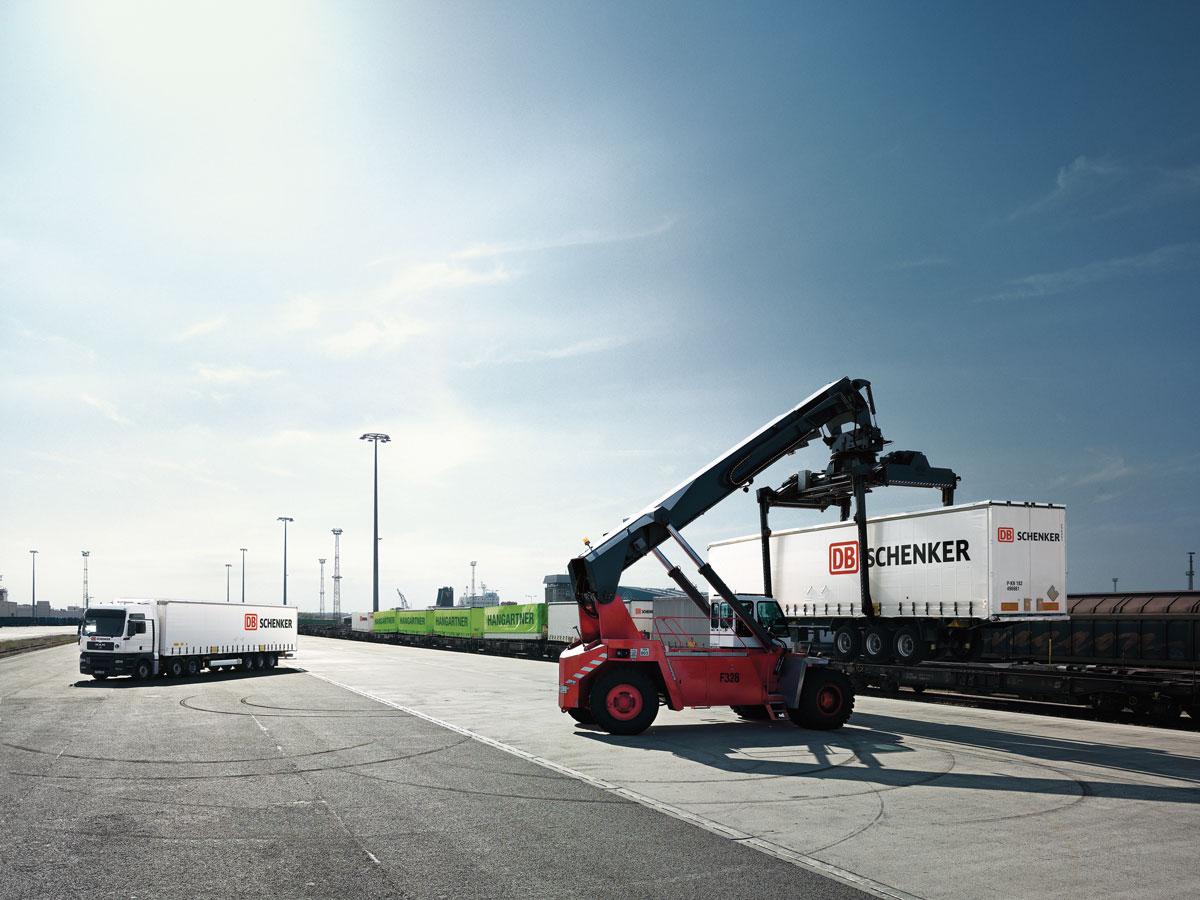DB-Schenkar-moving-goods-read