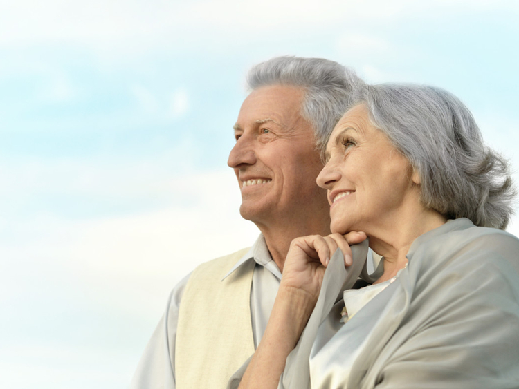 OPN OLD COUPLE1-1558443832259