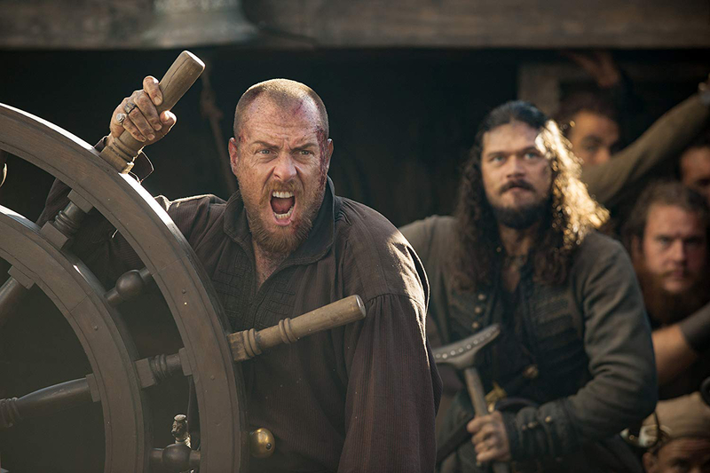 tab Toby Stephens and Luke Arnold in Black Sails (2014)-1558422507379