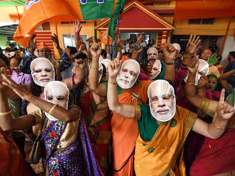 BJP supporters wearing masks
