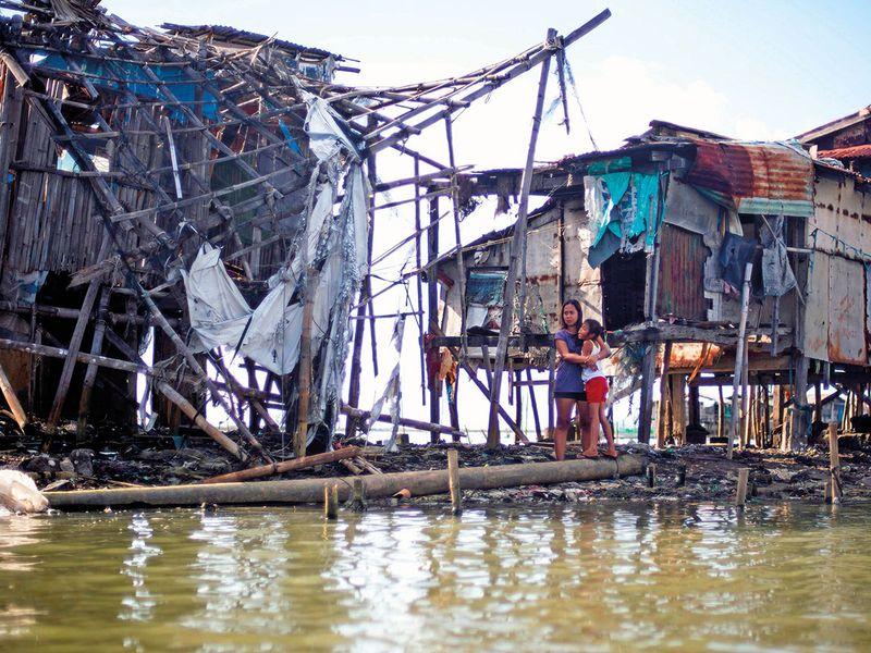 residents using an artesian well pump in Sitio Pariahan, Bulacan.