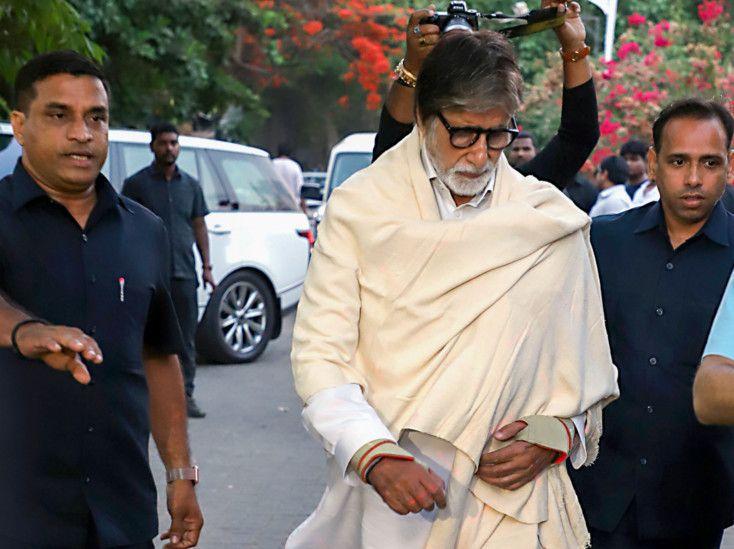 tab stars at  Funeral of Veeru Devgan2-1559031048433
