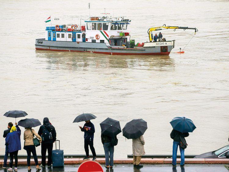 A sonar is being used at Margaret Bridge