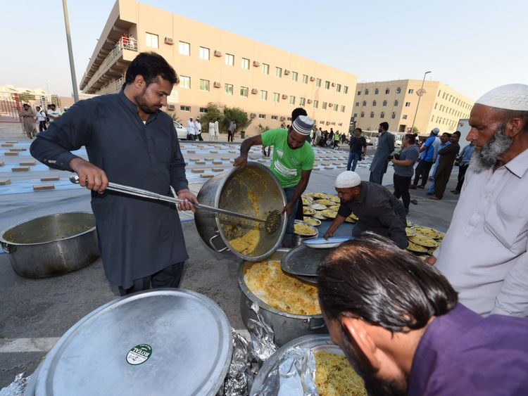 NAT 190531 Iftar for 1,0000 Labourers23-1559386983931