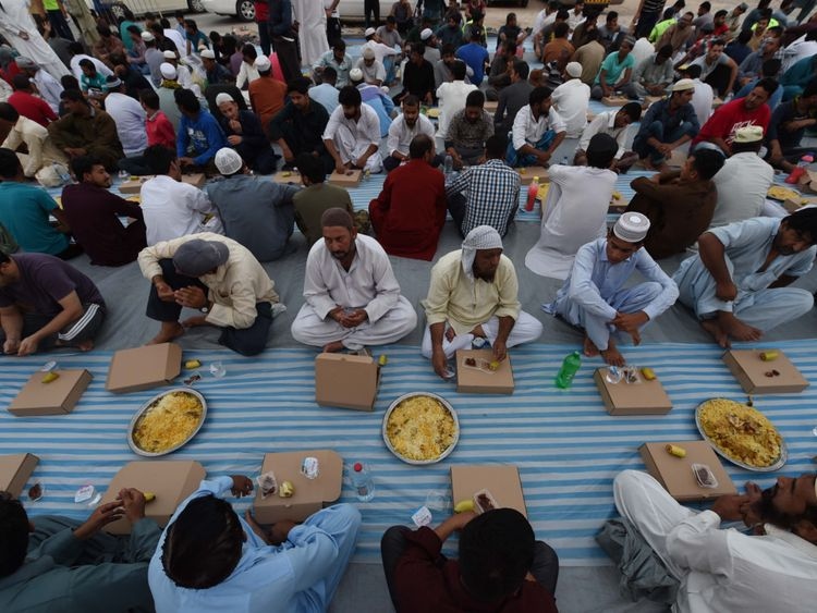 NAT 190531 Iftar for 1,0000 Labourers3-1559386989094