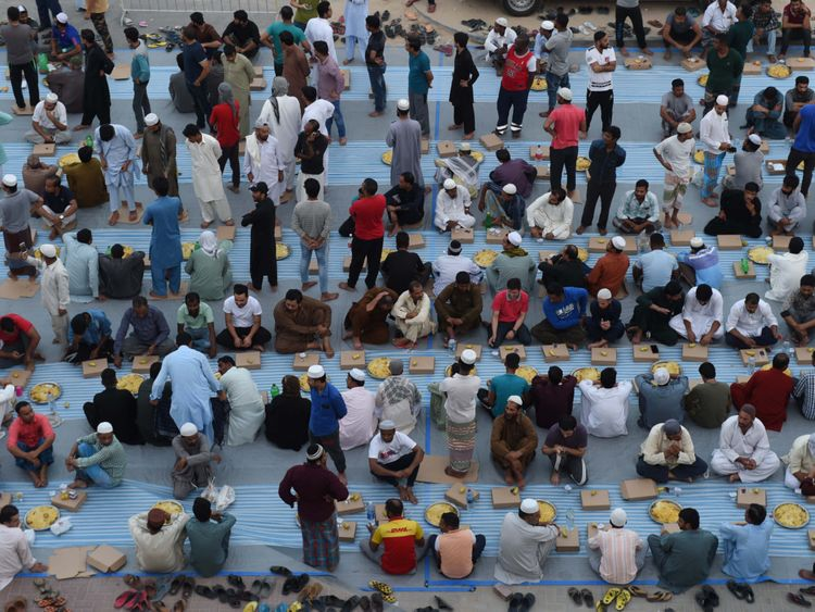 NAT 190531 Iftar for 1,0000 Labourers9-1559386996816