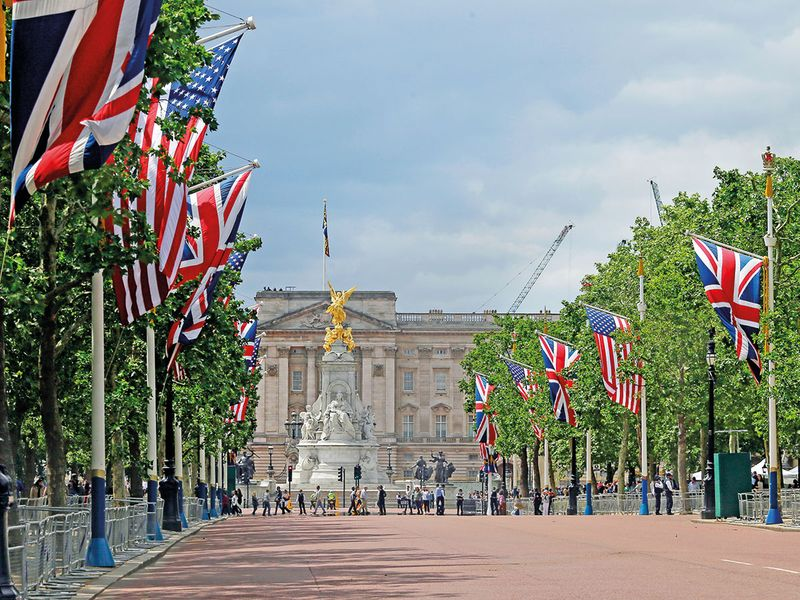 A general view of the Mall leading up to Buckingham Palace