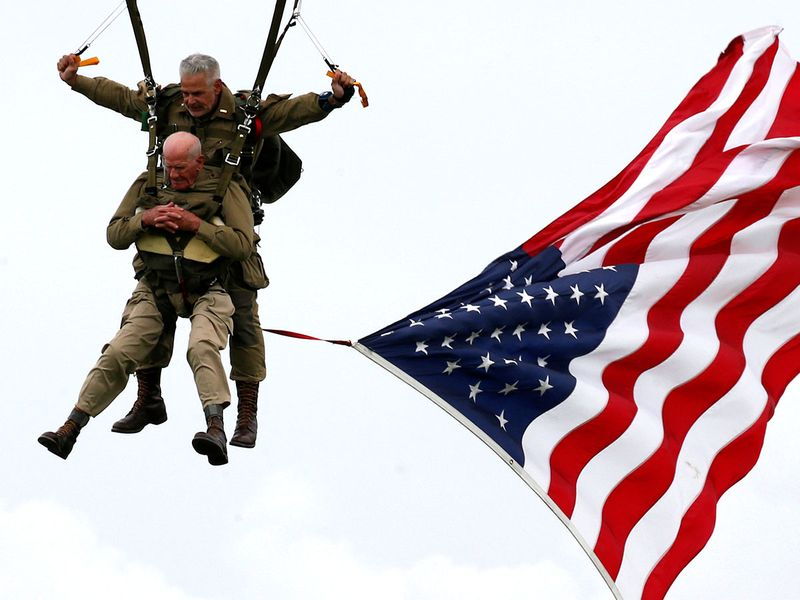 2019-06-05T115157Z_280443430_RC112816B090_RTRMADP_3_DDAY-ANNIVERSARY-FRANCE-USA-PARACHUTE-(Read-Only)