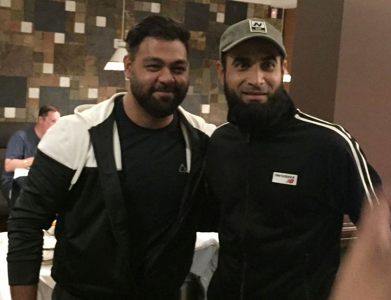 South African star Imran Tahir (right) with a fan at a restaurant.