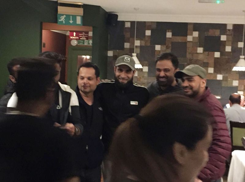 South African star Imran Tahir mobbed by fans at a restaurant