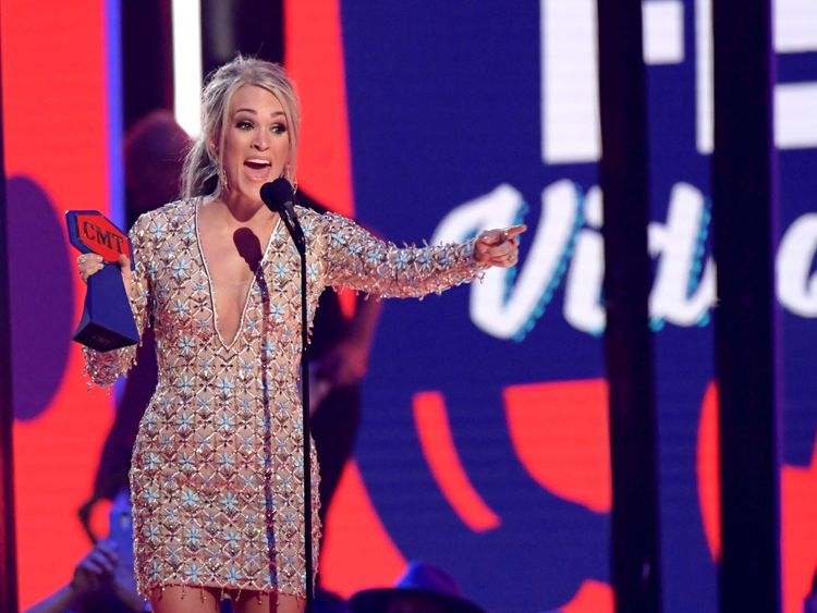 tab Carrie Underwood at CMT Awards-1559804903570