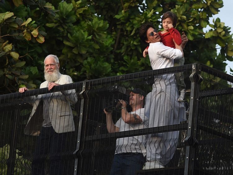 tab Shah Rukh with son and David Letterman at Mannat for Eid-1559807591590