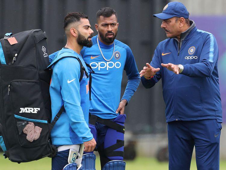 Coach Ravi Shastri, right, talks to Virat Kohli, left, and Hardik Pandya