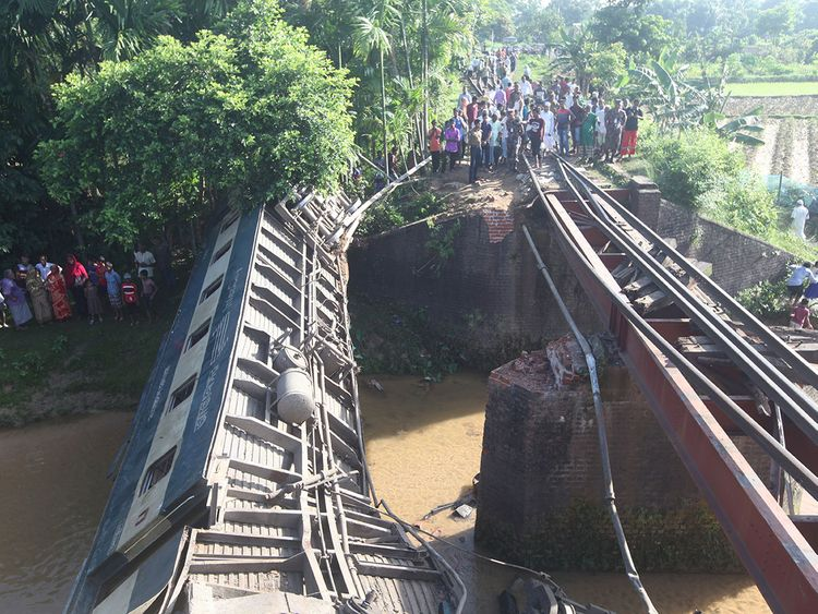 4 killed, 100 injured in Bangladesh train derailment