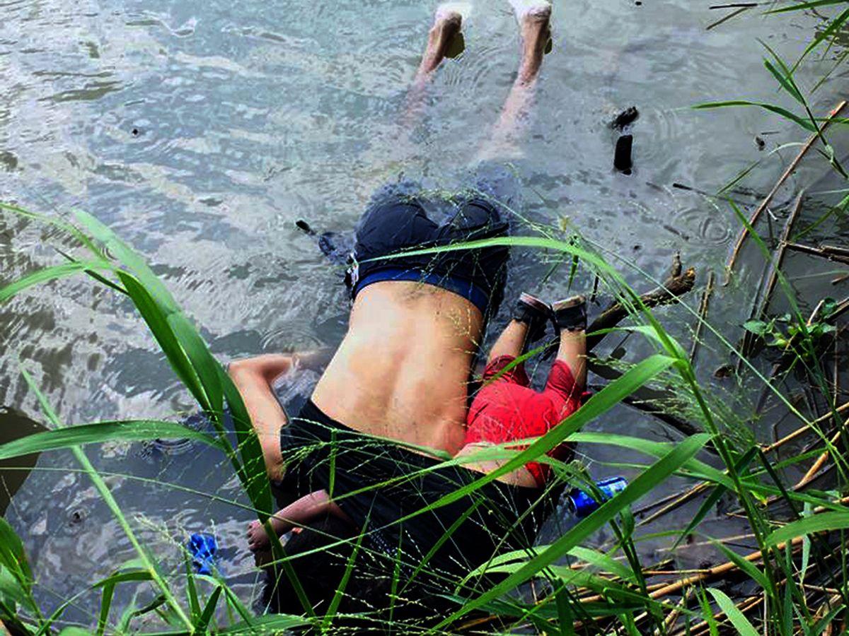 Salvadoran migrant and daughter