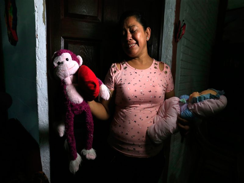 Salvadoran migrant drowns with child
