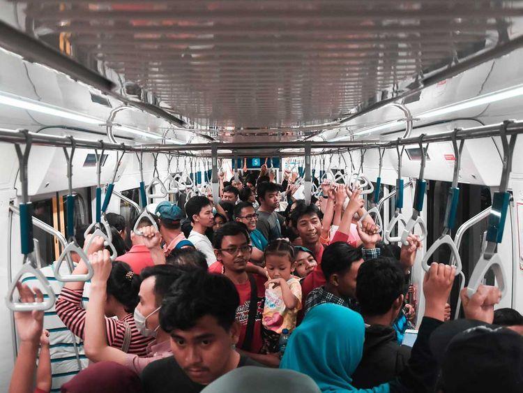 190628 crowded train