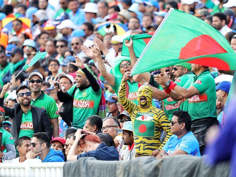 Bangladeshi cricket fans cheer