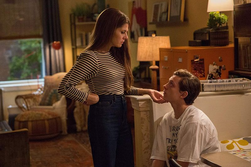 Marisa Tomei and Tom Holland in Spider-Man Homecoming (017-1562046347718