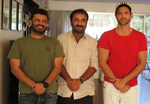 The mathematician is flanked by Vikas Behl, director of the movie and the hero-1562564484767