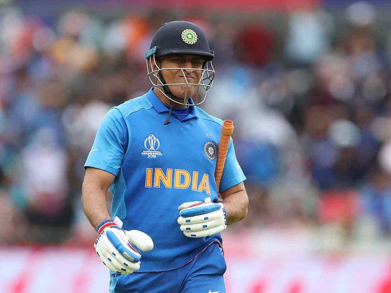 Cricket Dhoni walks back 20190711