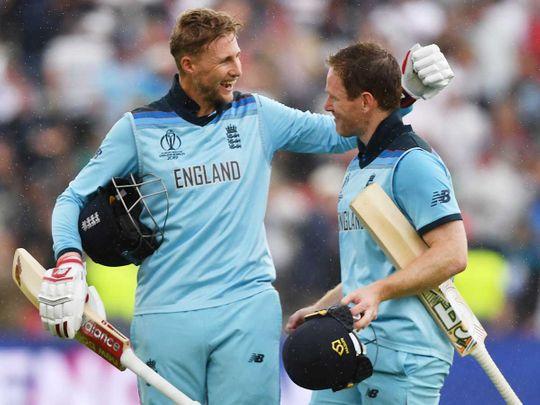 England's captain Eoin Morgan (R) and England's Joe Root