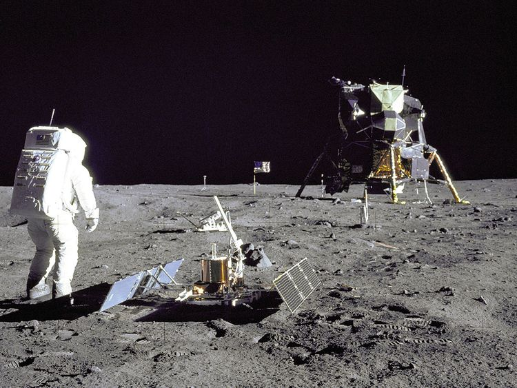 WLD-MOON-LANDING423-(Read-Only)