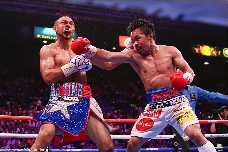 Manny Pacquiao caught Keith Thurman with a right hook 06