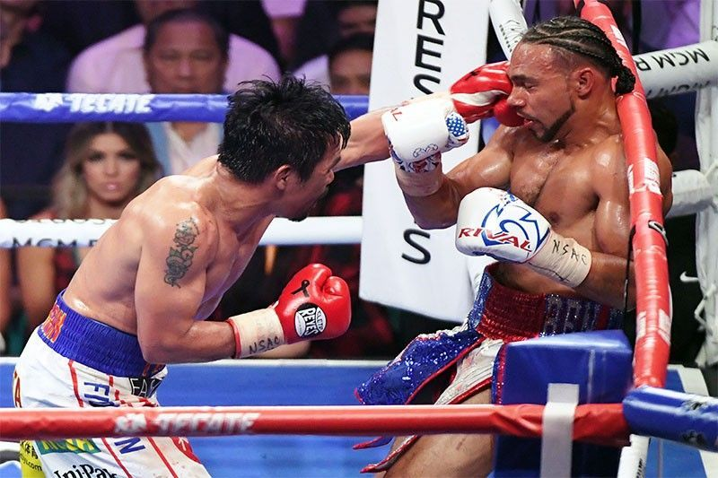 Manny Pacquiao throws a left at Keith Thurman 07