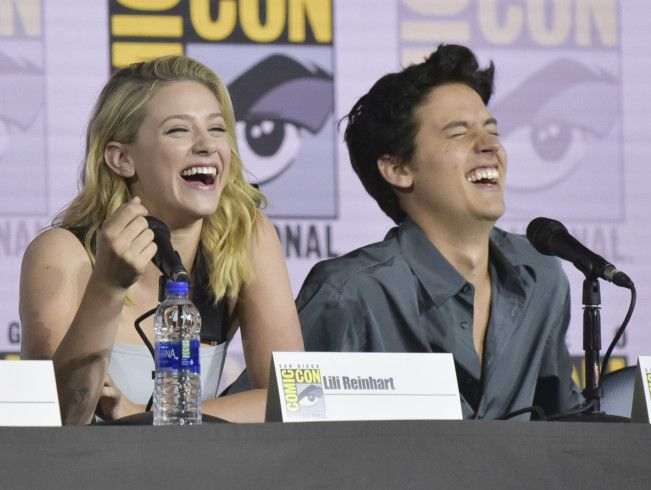 Riverdale Lovebirds Cole Sprouse Lili Reinhart Call It Quits