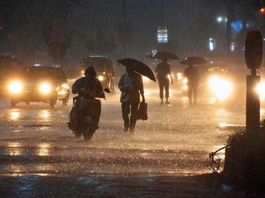 Vehicles ply near Vashi railway station during heavy monsoon rain