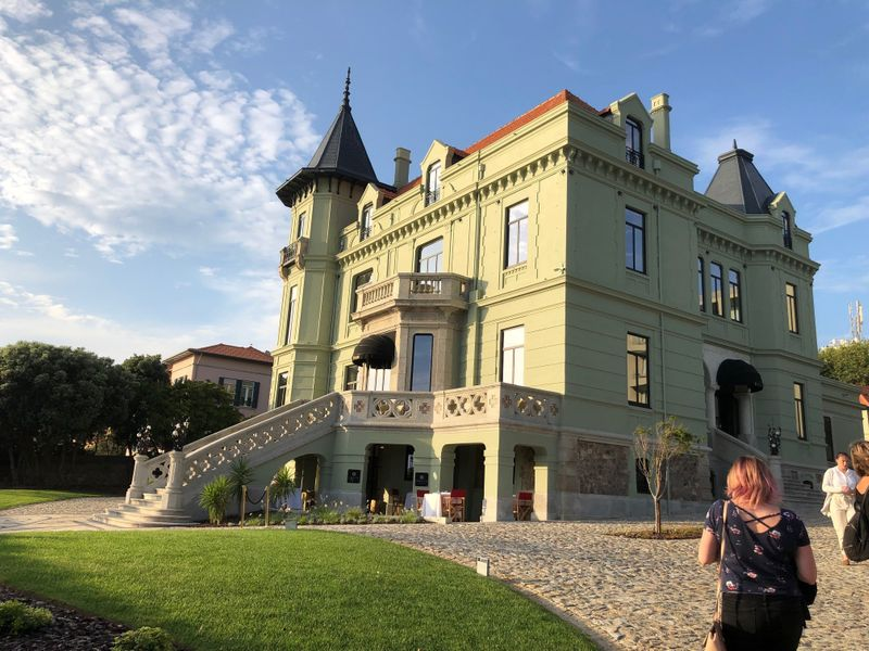 The grand Villa Foz facing the Atlantic-1564404850997