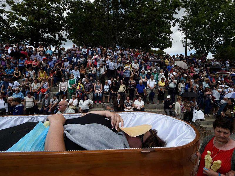 190730 open caskets