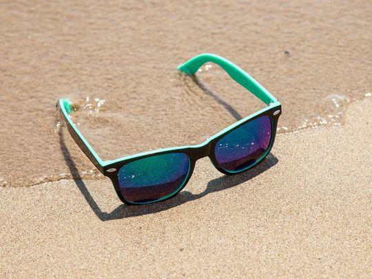 sunglasses-438429_1920