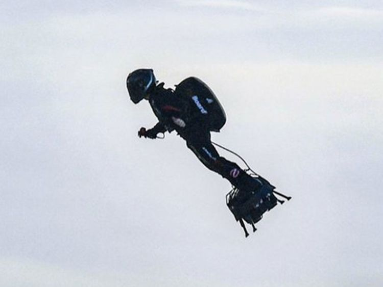Frenchman zips across Channel on 'flyboard'