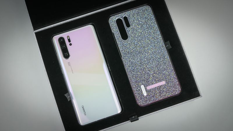The new Huawei P30 Pro Limited Edition Pearl White dazzles with a